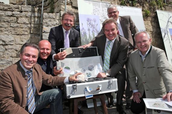 Foto (vlnr): Claus-Peter Hutter, Holger Haist, Peter Röhm, Thomas Beißwenger, Minister Franz Untersteller und Herzog Michael von Württemberg.