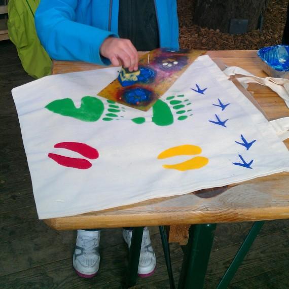 Mit Tierspuren bedruckte Tasche - Foto: Daul